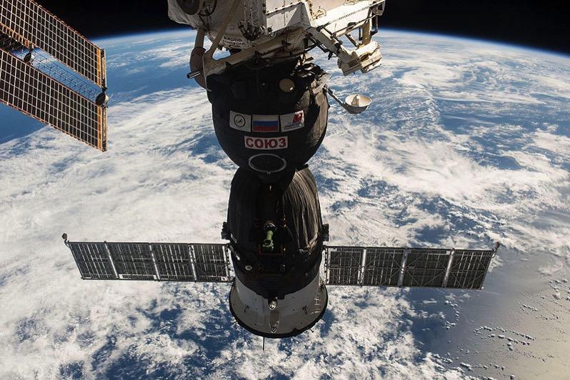 La Soyuz MS-01 atracada en la EEI