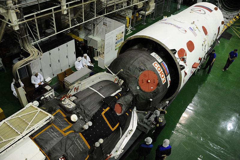 La Soyuz MS–01 a punto de ser encapsulada para su lanzamiento