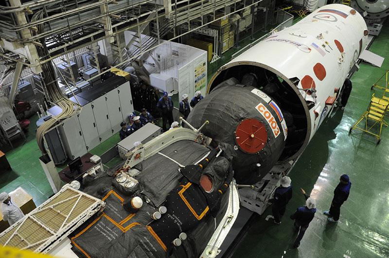 La Soyuz MS–02 durante su encapsulado