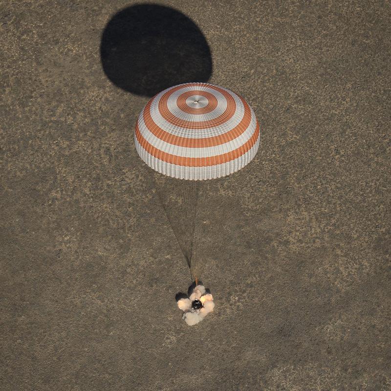 Toma de tierra de la Soyuz MS-02