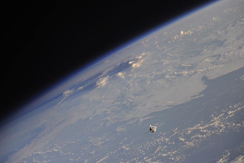 La Soyuz MS-04 en aproximación a la EEI