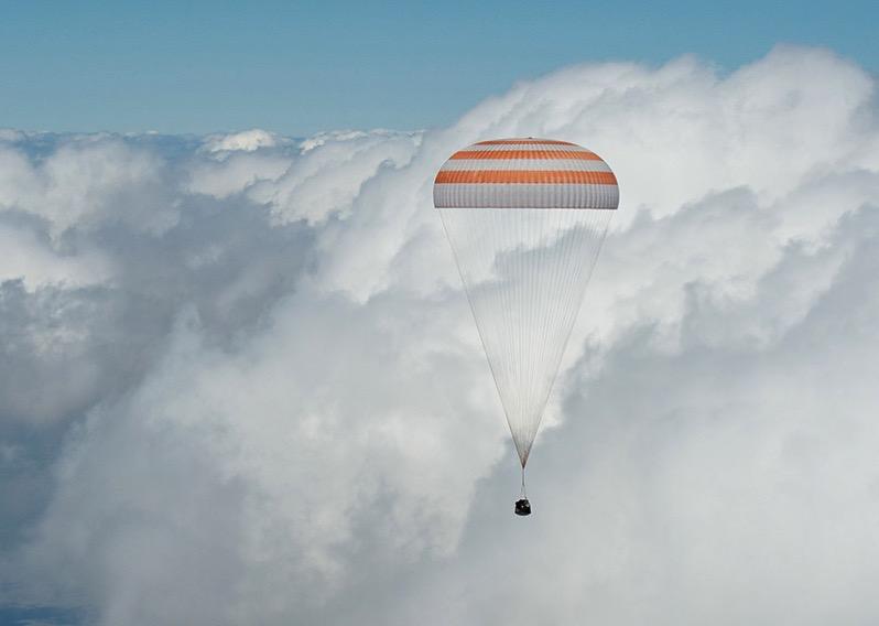 La Soyuz TMA–19M durante su descenso