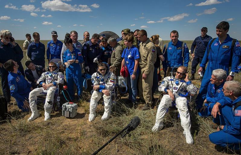 La tripulación de la Soyuz TMA–19M ya en tierra