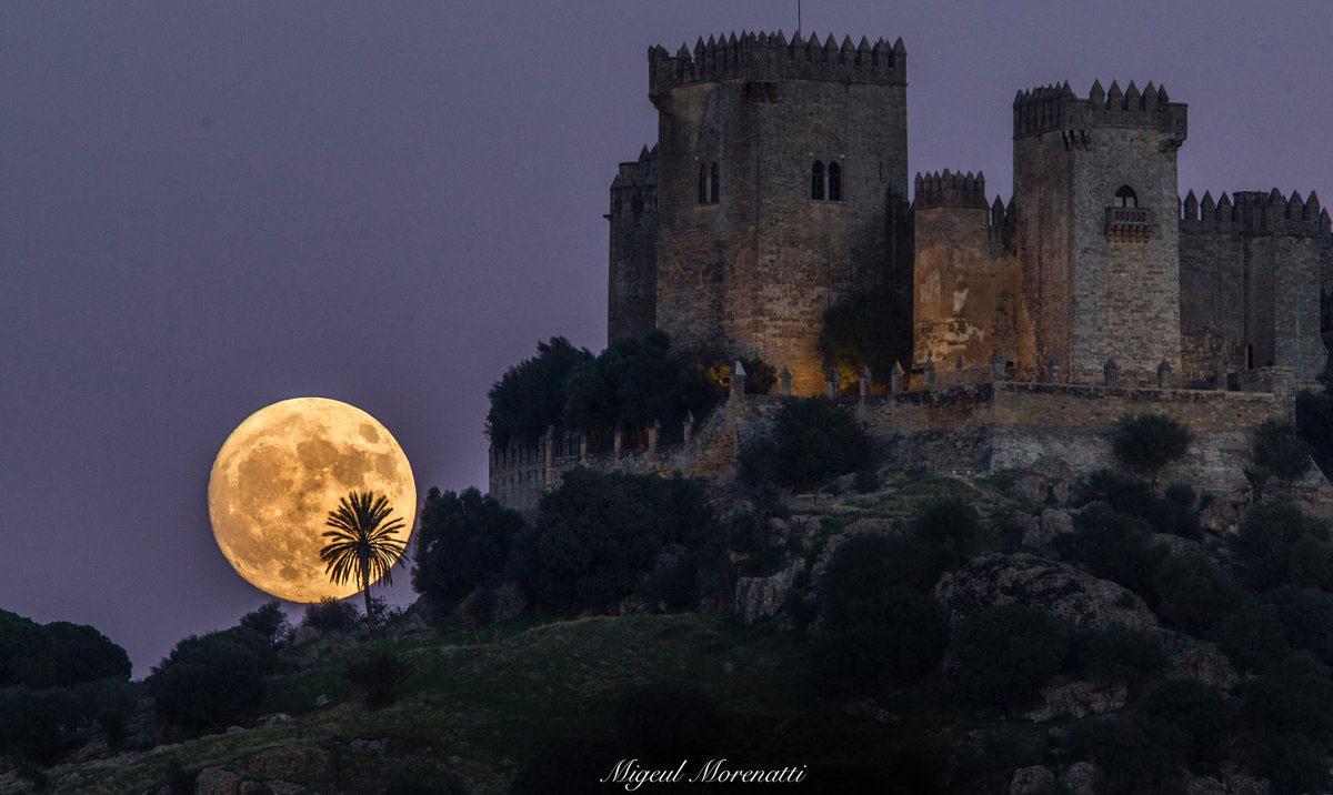 Superluna y el castillo de Almodovar del Rio