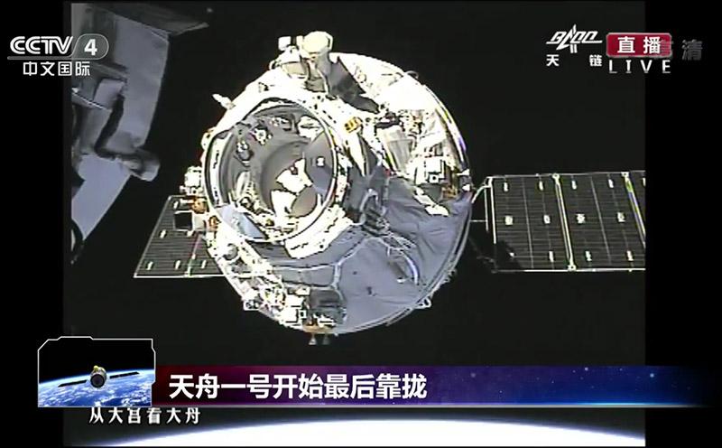 El Tianzhou-1 instantes antes del acoplamiento