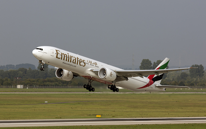 Despegue de un 777 de Emirates en Dusseldorf